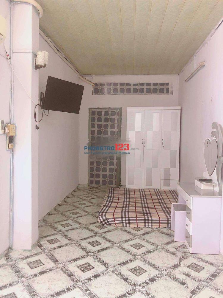 Cho thuê nhà nguyên căn 40m2 ngay hẻm 120 Trần Hưng Đạo, Q.1, giá 9tr/tháng Ms Duyên