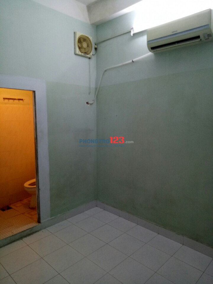 Phòng ban công máy lạnh thoáng mát gần chợ Phạm Văn Hai
