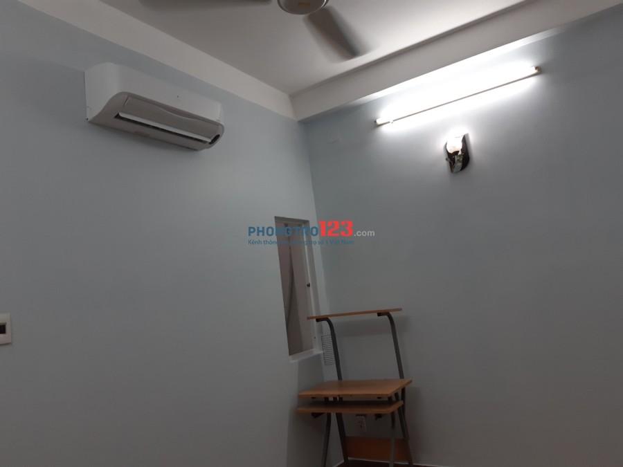 Phòng rộng 18m2, trong nhà NC đường Nguyễn Cửu Đàm, Q.Tân Phú
