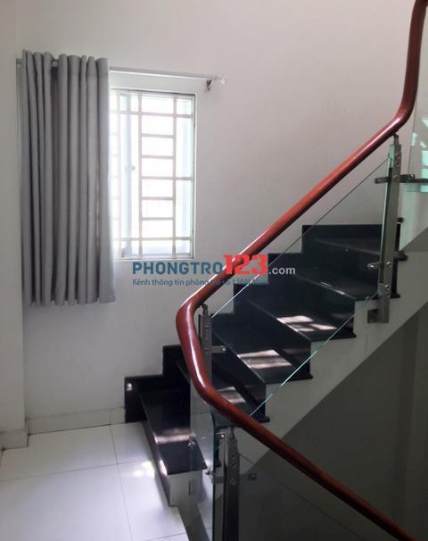 Cho thuê nhà 4 tầng, dt đất 27m2 hẻm 30 Nguyễn Cửu Vân, P.17, Q.Bình Thạnh, giá 20tr/tháng