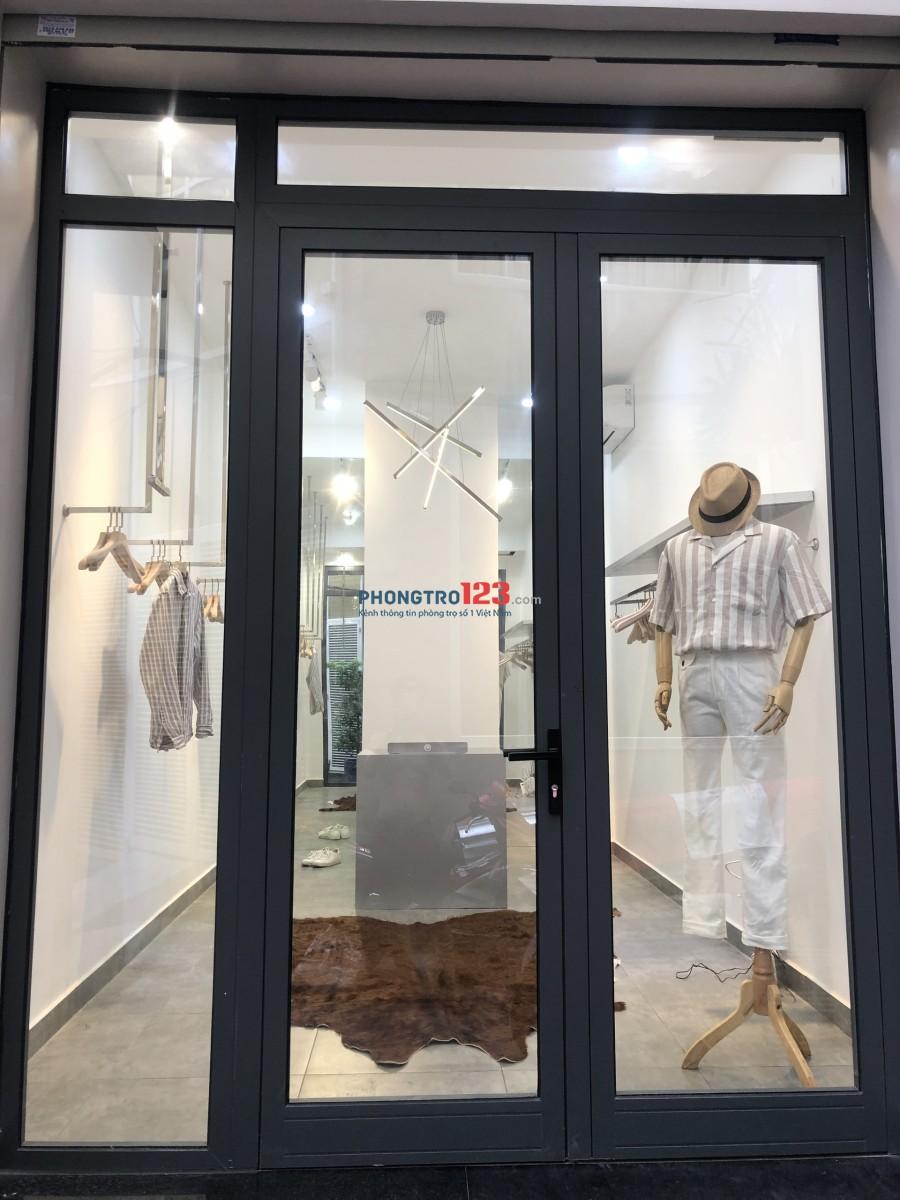 Cho thuê mặt bằng 30m2 và Sang Vật dụng KD thời trang Tại Trung tâm Q.1 Mr Huy