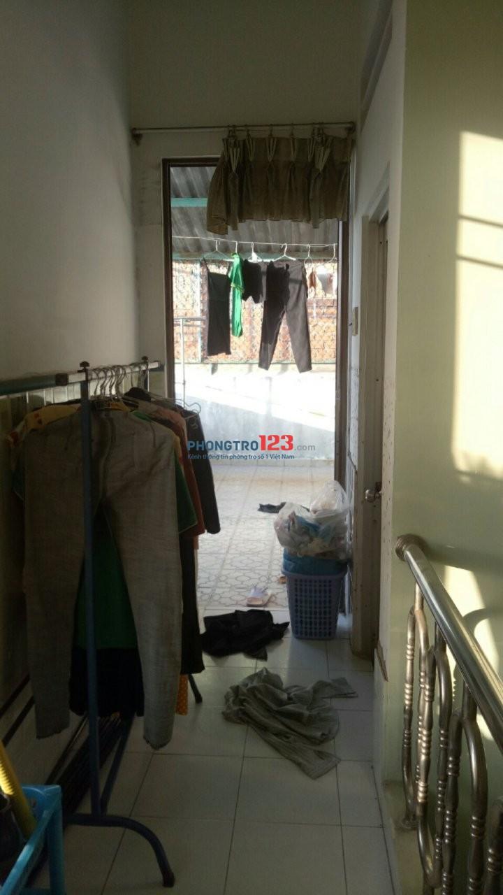 cho thuê lầu 2-( 1phòng - ban công trước-sau.) máy lạnh, máy tắm nóng. không chung chủ. 417 Quang Trung -GV