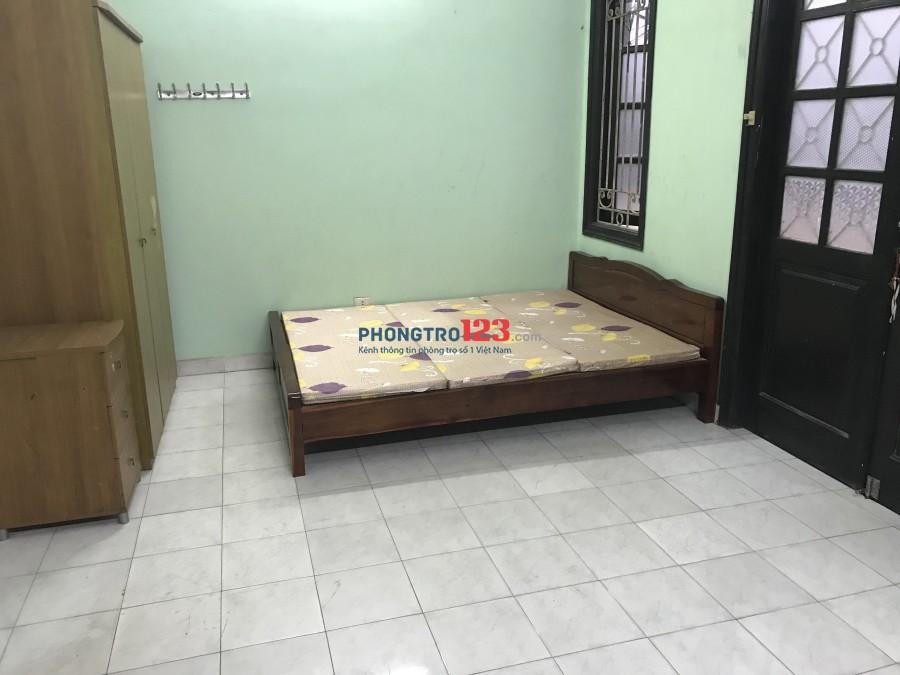 Cho thuê căn hộ mini khu Chùa Hà, Cầu Giấy, bếp điều hòa, giường tủ ban công thoáng, 3 tr/tháng