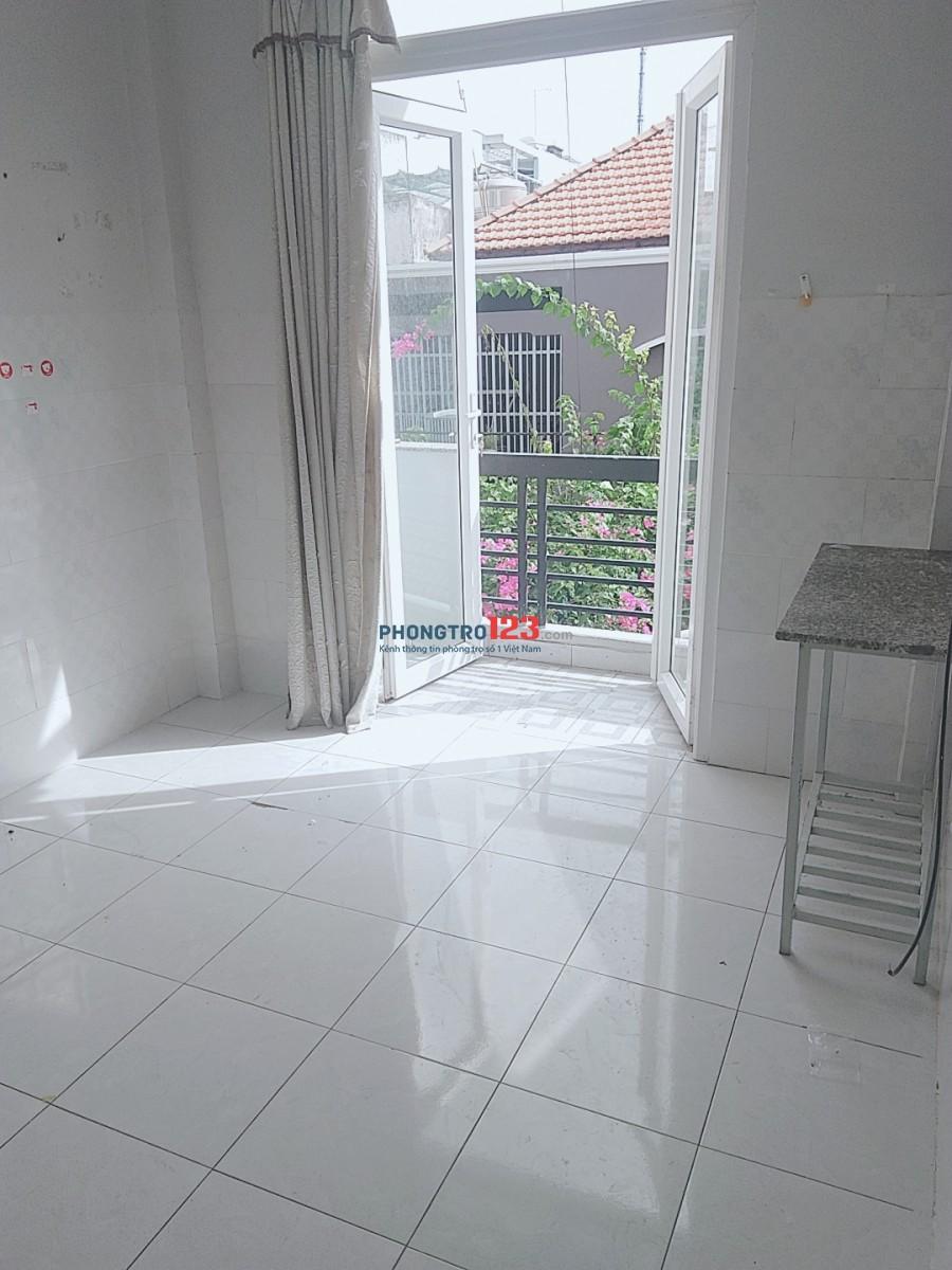 Phòng trọ cho thuê có gác lửng 16m2 sát bên Hutech Ung Văn Khiêm