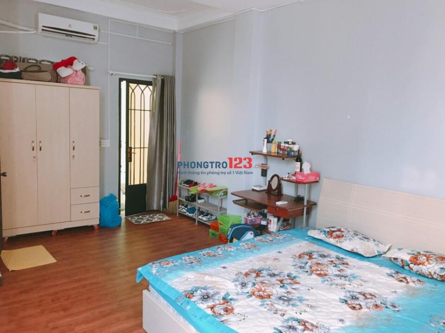 phòng sàn gỗ đủ tiện nghi gần thảo cầm viên quận 1,DT:30m2,giá:6.5 triệu 0918856800