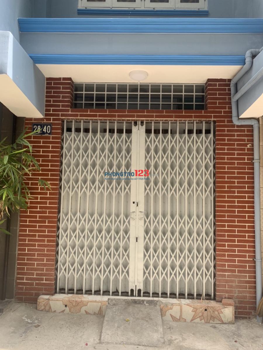 Nhà 28/40 Trần Bình Trọng, Q.5, gồm 1 trệt 2 lầu 3 vệ sinh hẻm xe hơi