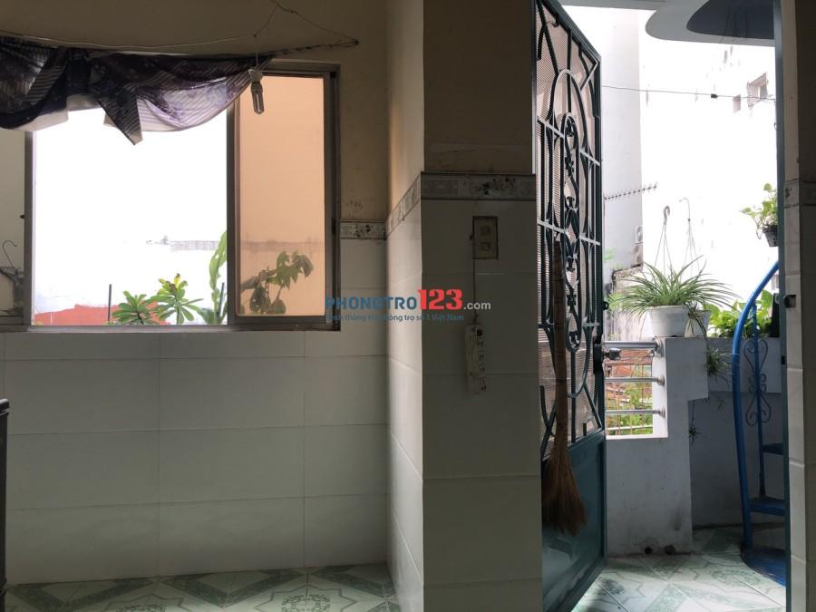 Cho thuê căn hộ dịch vụ 30m2 ngay Mặt Tiền Đường Nguyễn Thượng Hiền, Q.3. Giá 6tr/tháng
