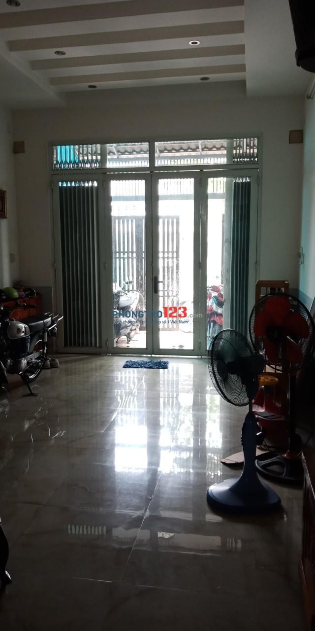 Cho thuê nhà nguyên căn 3 lầu 4,2x20 hẻm xe tải tại 688/11 Hương Lộ 2, Q.Bình Tân. Giá 15tr
