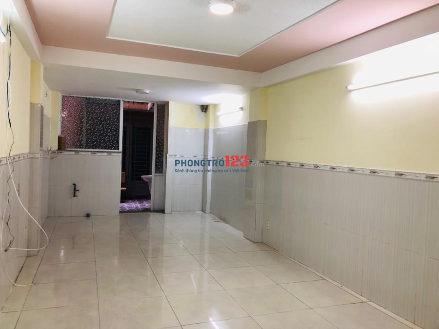 Chính chủ cho thuê phòng sạch đẹp, tiện nghi, giao với CMT8, Q.10, 30m2, giá 5,9tr/tháng