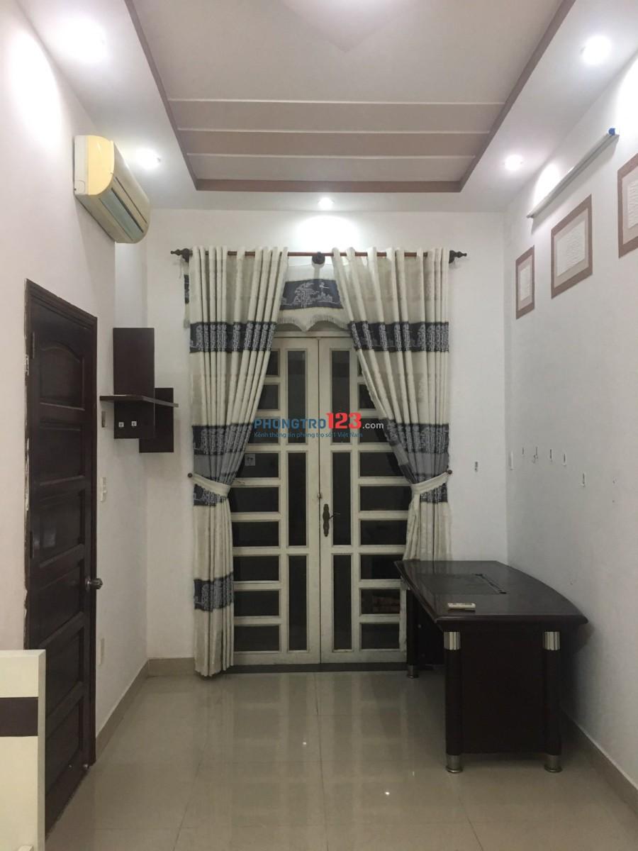 Phòng cao cấp ban công ngay Mai Chí Thọ- Nguyễn Duy Trinh