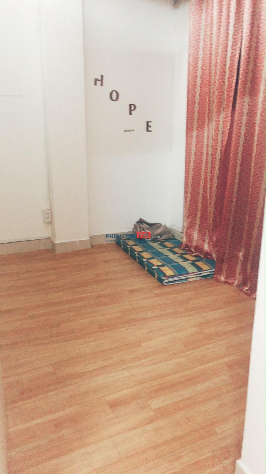 Quận 3, cho thuê nguyên căn hộ 1 phòng khách, 2 phòng ngủ, 40m2 có thang máy giá 5,8 tr y hình
