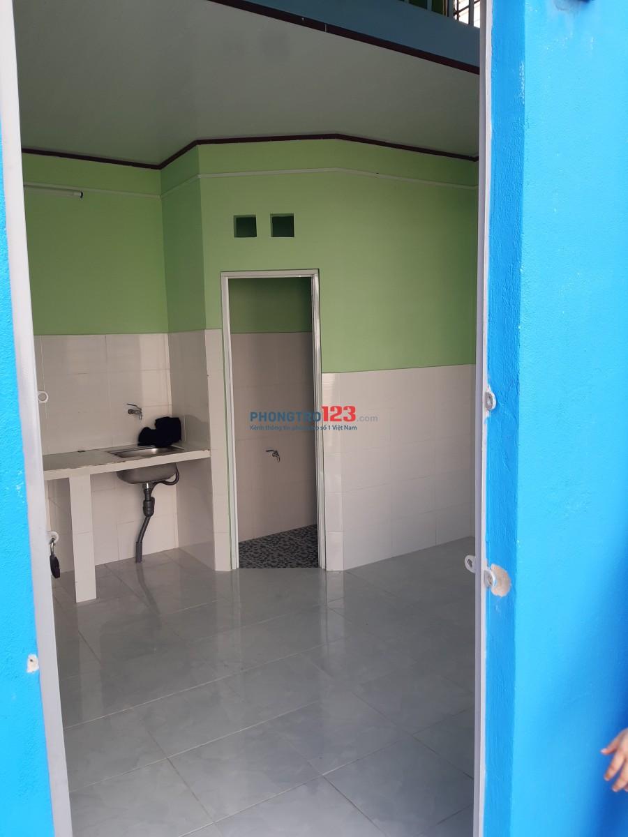 Phòng mới xây gần ngã tư Ga Thạnh Lộc 13, giá 2 tr/tháng, đường trước 6m. Điện nước giá nhà nước