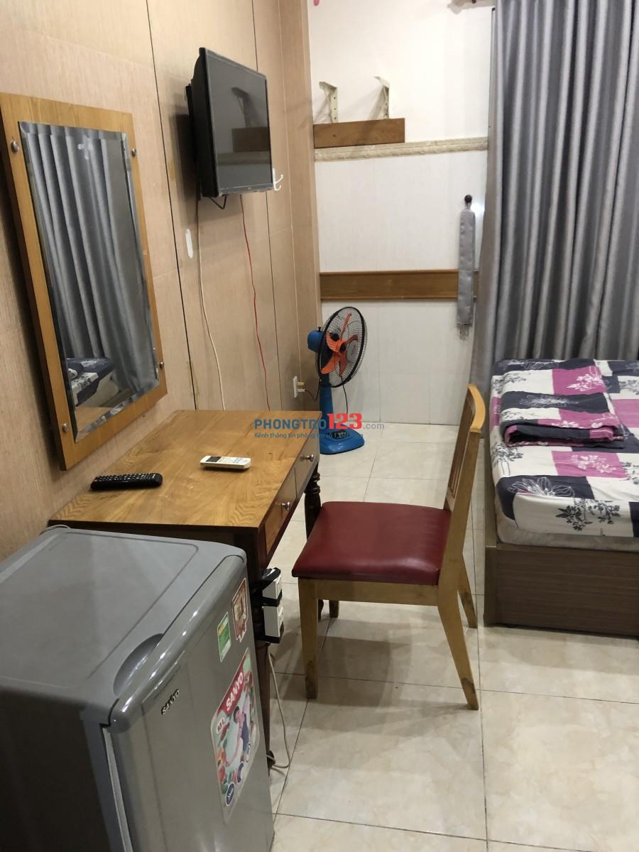 Căn hộ đầy đủ nội thất đường Tôn Thất Tùng ngay trung tâm Q1