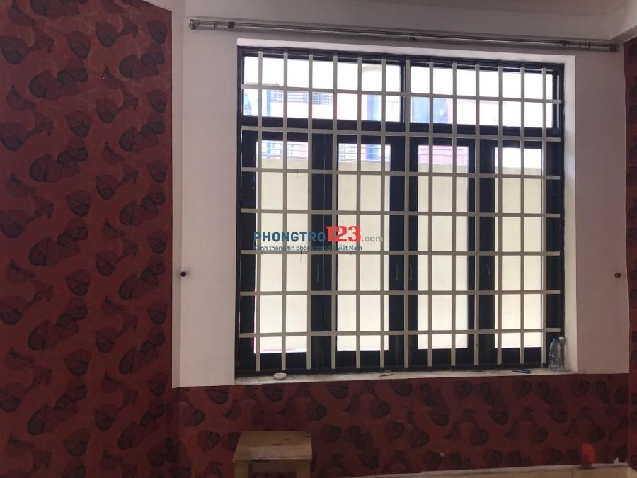 Phòng trọ 30 m2, sạch sẽ thoáng mát, 37 Nguyễn Minh Hoàng, Tân Bình