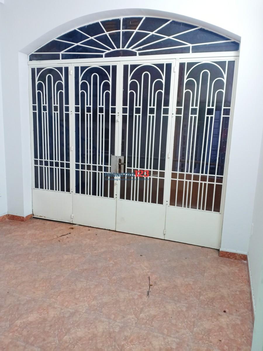 Cho thuê nhà nguyên căn Lạc Long Quân, P.8, Q.Tân Bình 4x14m, 3 tầng sân thượng