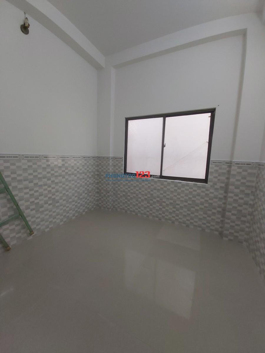 Phòng mới xây, lửng, toilet riêng