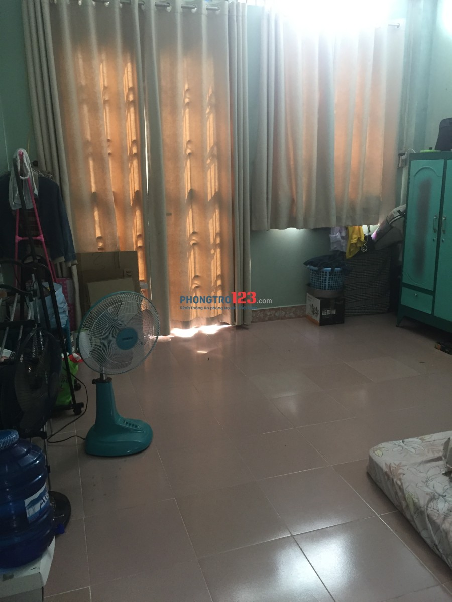 Mình có phòng rất đẹp quận Tân Phú giá rẻ, sẵn máy lạnh Toshiba inverter, nệm...