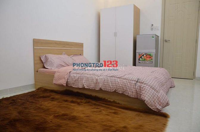 Mình còn 1 phòng full nội thất, đường Phổ Quang, giá 3.9 tr/tháng.. có giếng trời, giờ giấc tự do khóa vân tay 2 lớp