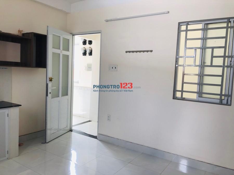 Cho thuê phòng trọ, có kệ bếp 27m2, giá 3,9tr/tháng đường Trường Chinh giao Nguyễn Hồng Đào