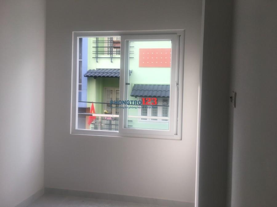 Phòng rộng, phòng ở được 3,4 người , có cửa sổ, giờ tự do, xe free.