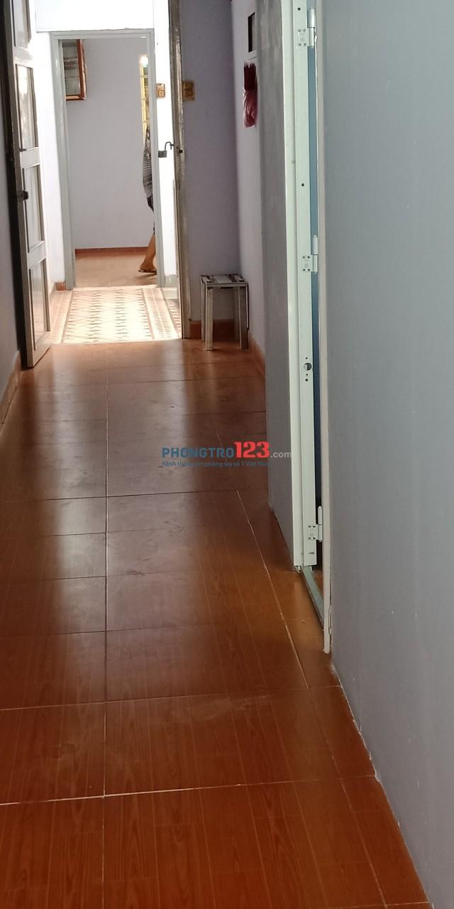 Cho thuê căn hộ lầu 3 70m2 mới sơn sửa, có 3pn, 2wc Tại 222G Trần Hưng Đạo, P.11, Q.5