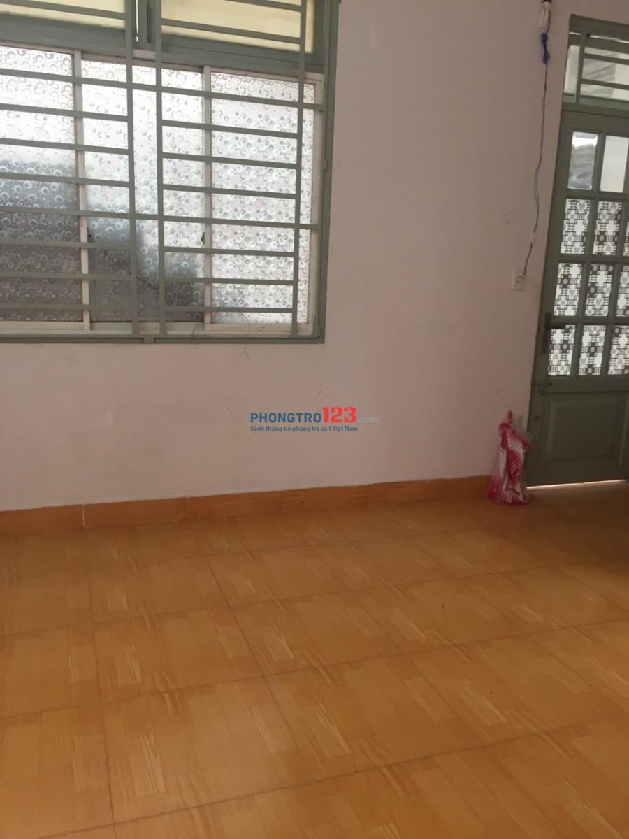 Cho thuê phòng trọ bình dân, tiện nghi, sạch sẽ tại đường Tân Sơn, P.15, Q.Tân Bình. DT: 3x4m, có gác xép
