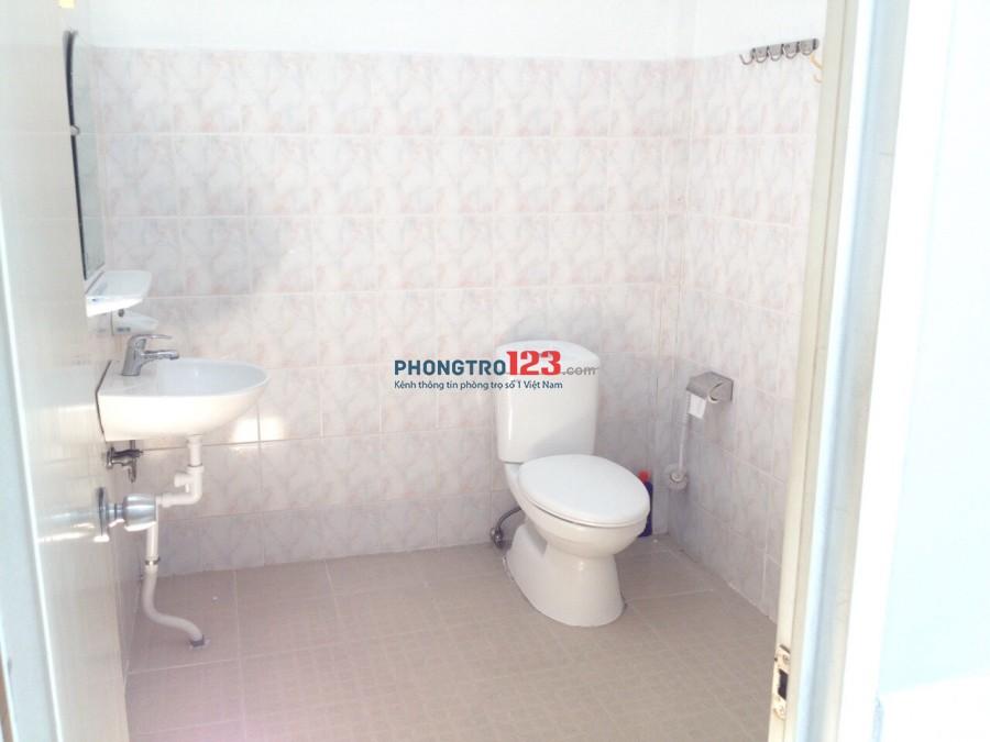 Cho thuê nhà mới nguyên căn có máy lạnh 100m2 2pn tại Trần Văn Khánh, Q.7 gần cầu Tân Thuận