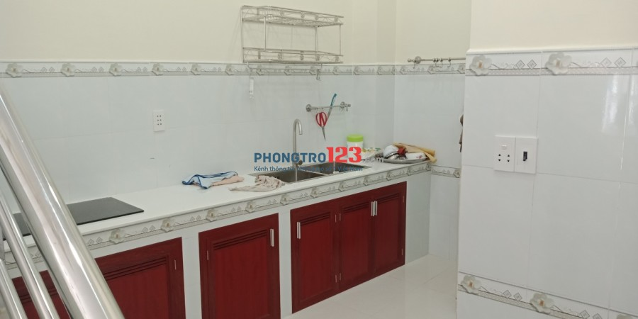 Cho thuê nhà nguyên căn rất đẹp, có sẵn nội thất 1 lầu mặt tiền xe tải 49 Đường 102, Q.9. Giá 10tr