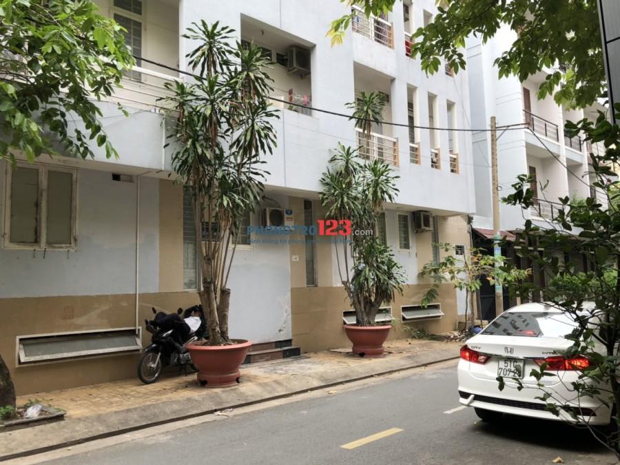 Phòng máy lạnh, sạch sẽ, giờ TD, không chung chủ, Ban công mát mẻ, dọn ở liền ngay KDC T.Sơn gần Lotte Q7, đại học TĐT
