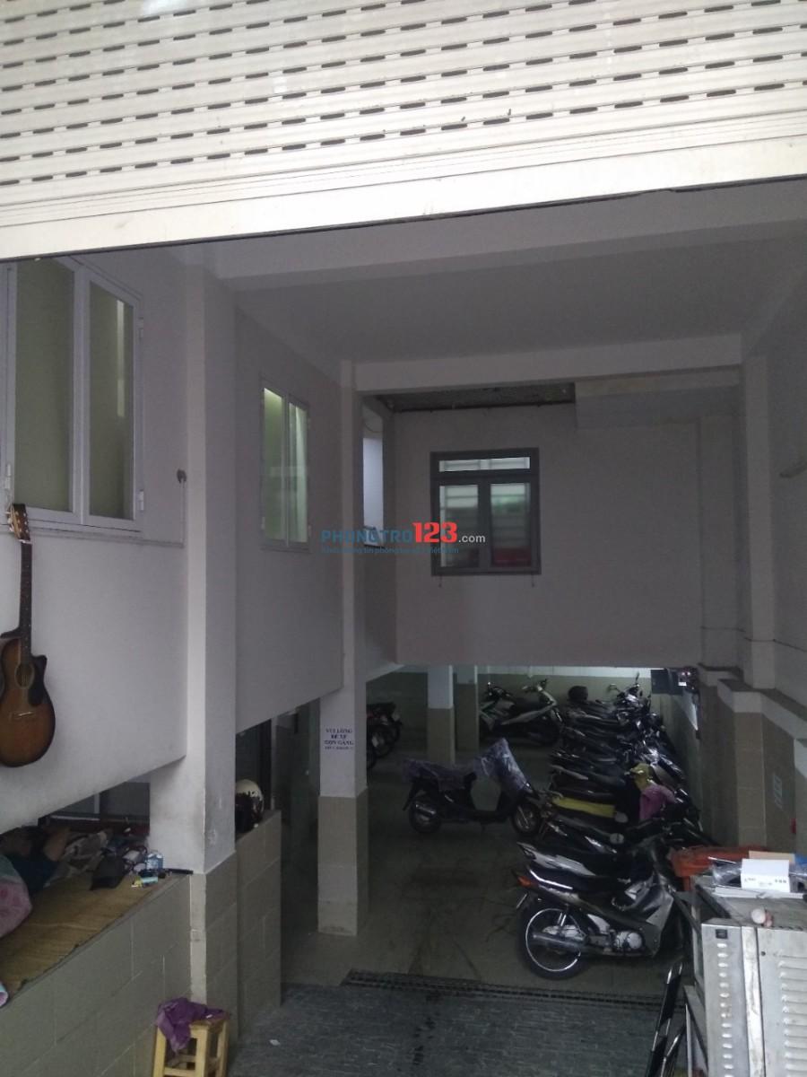 Phòng trọ có nội thất cơ bản, cửa sổ thông thoáng, giờ giấc tự do