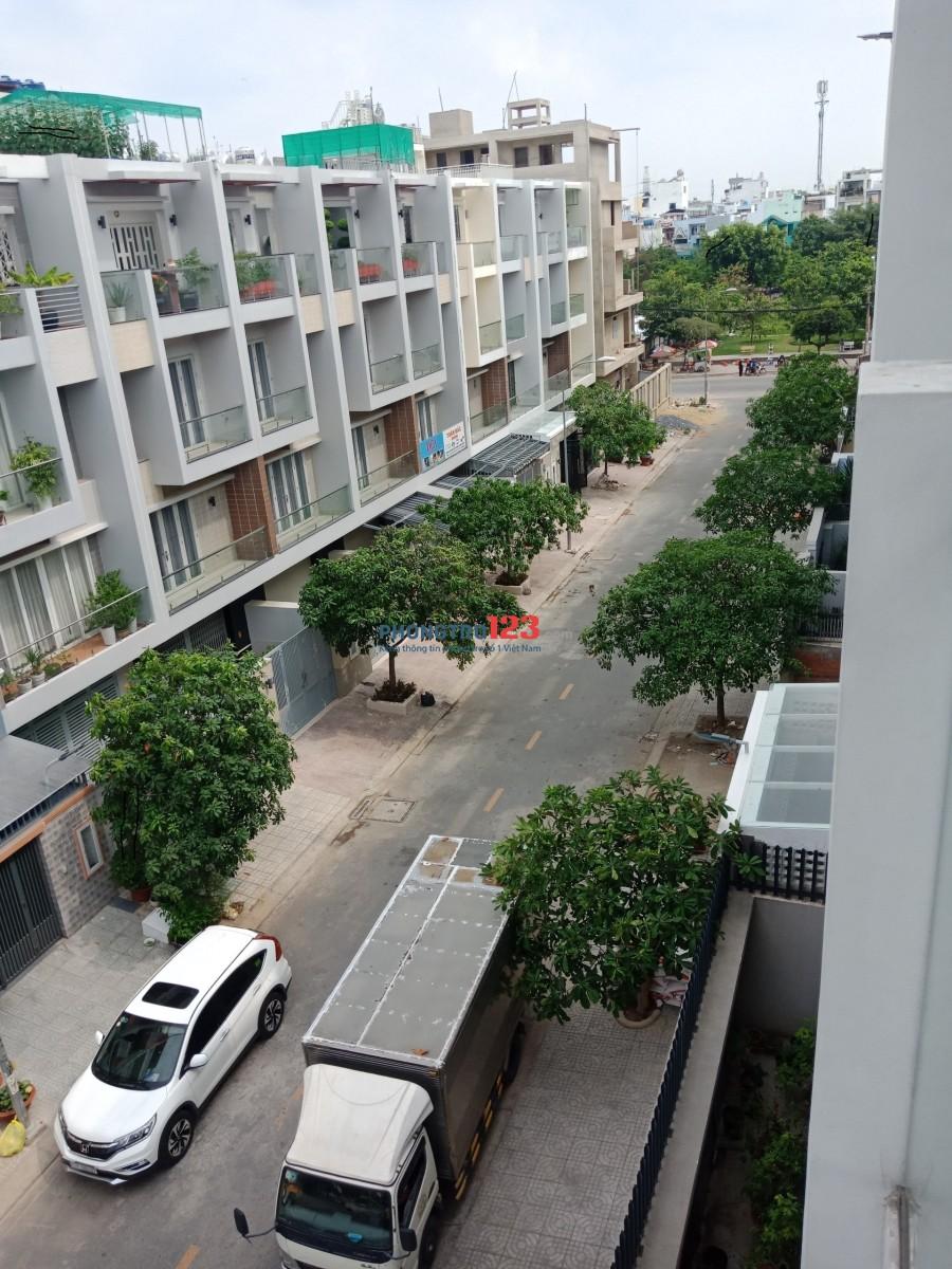 Phòng mới 100%, có ban công, máy lạnh, giờ tự do, lối riêng ngay Metro Bình Phú, Q.6