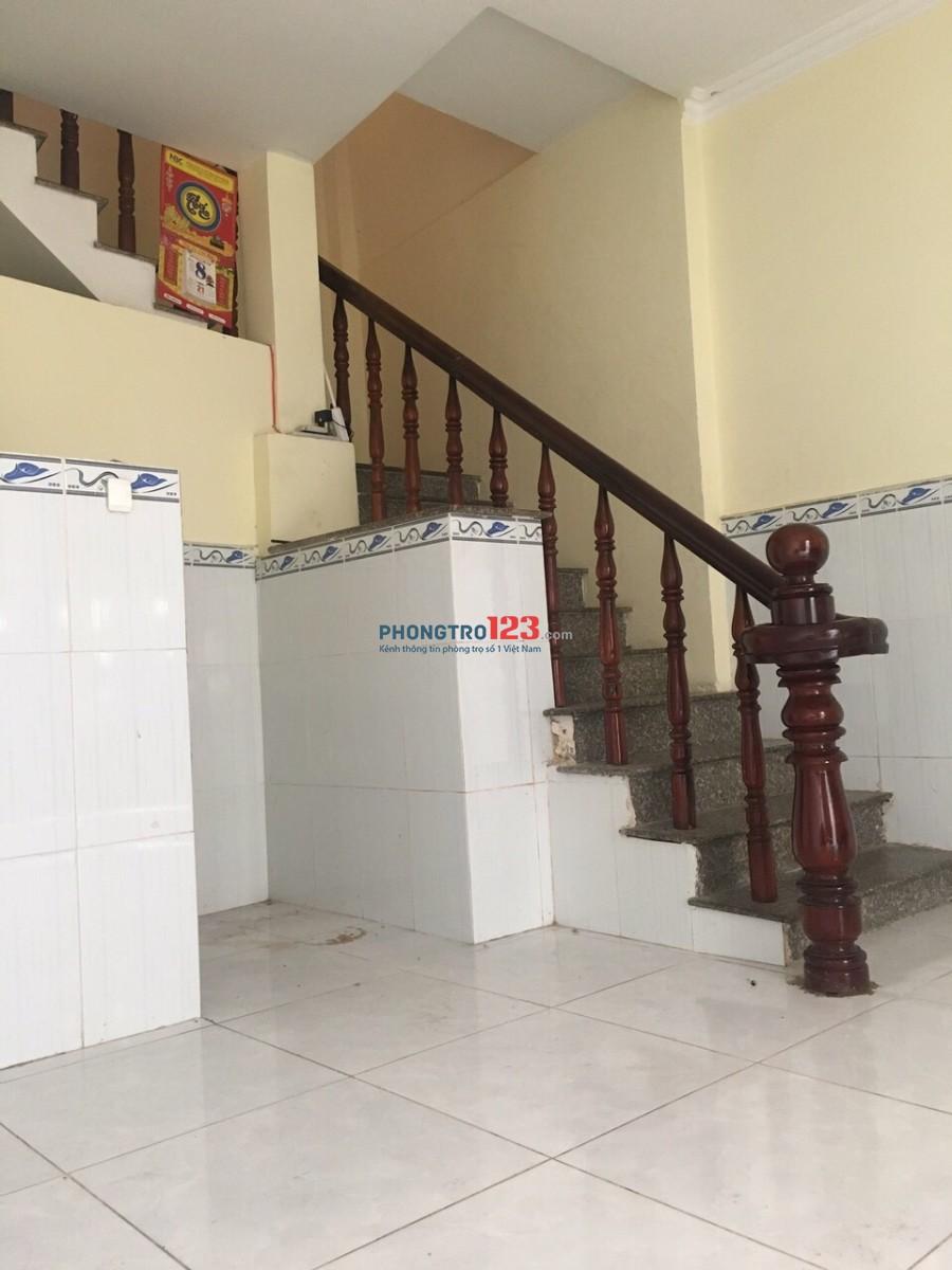 Cho thuê phòng có 1 lầu 30m2 tại hẻm 156 Huỳnh Tấn Phát, Q.7. Giá 3,5tr/tháng