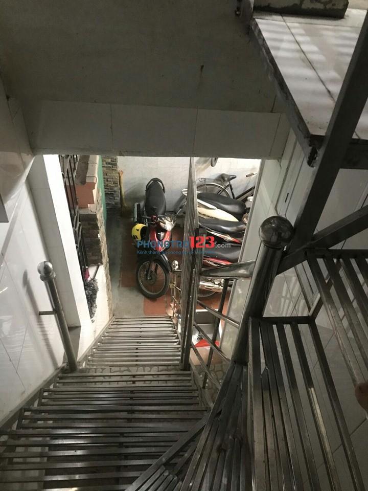 Cho thuê nguyên tầng 65m2. Cầu thang riêng