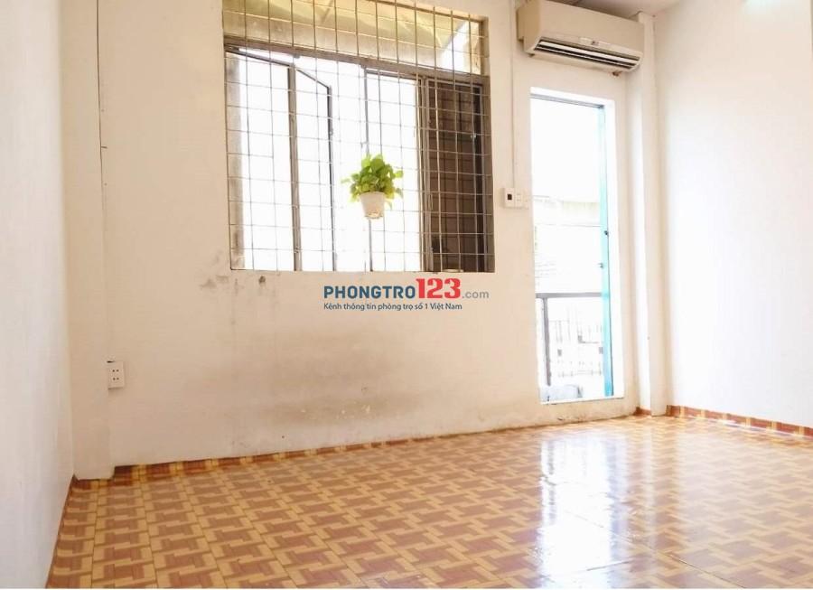 Phòng cho thuê giá rẻ 24 m2 ngay mặt tiền Phú Nhuận