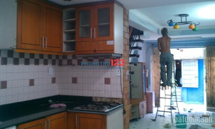 Nhà cho thuê hẻm siêu thị Sài Gòn cầu vượt 3-2