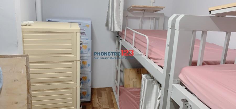 Cho thuê phòng ở ghép 4 người máy lạnh full nội thất WC riêng Bùi Viện chỉ 800k/tháng