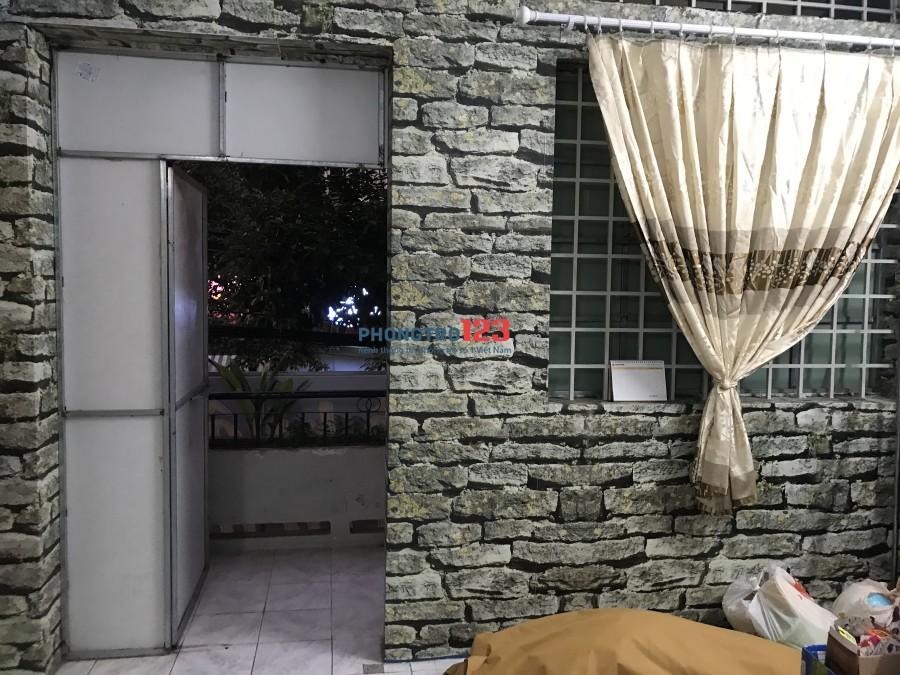Chính chủ cho thuê phòng mới xây dựng nhà MT thoáng mát, có bancon gần công viên.