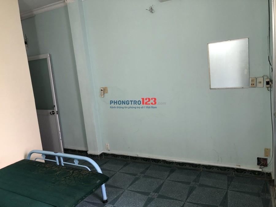 Phòng Q.10, có ban công, giờ tự do, có máy lạnh không chung chủ 3tr/th