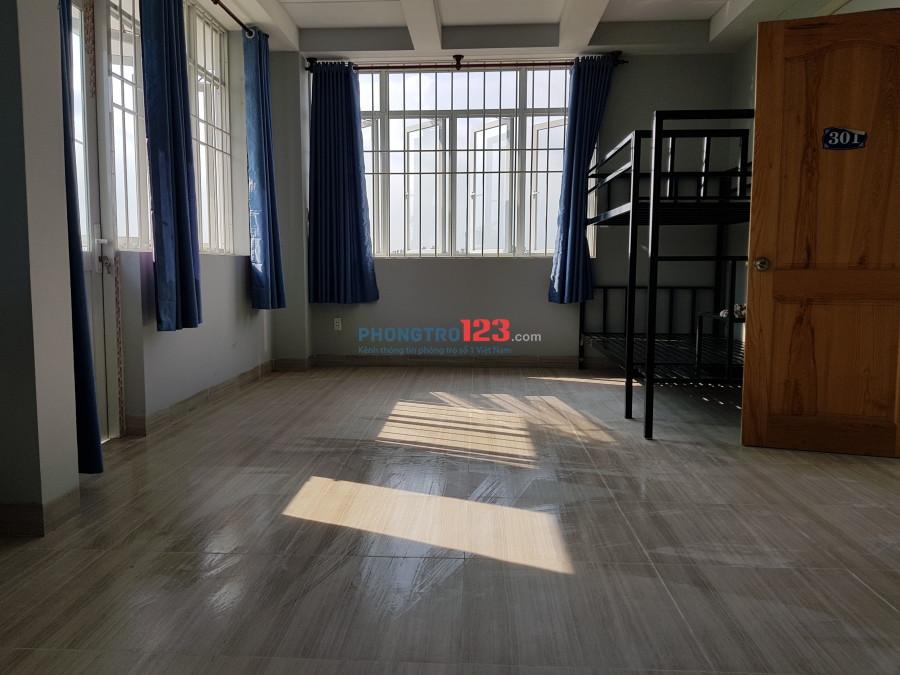 Phòng đẹp rộng 50m2,rất thoáng mát,nhà mới,an ninh,phù hợp cho gia đình nhỏ,ban công rất rộng