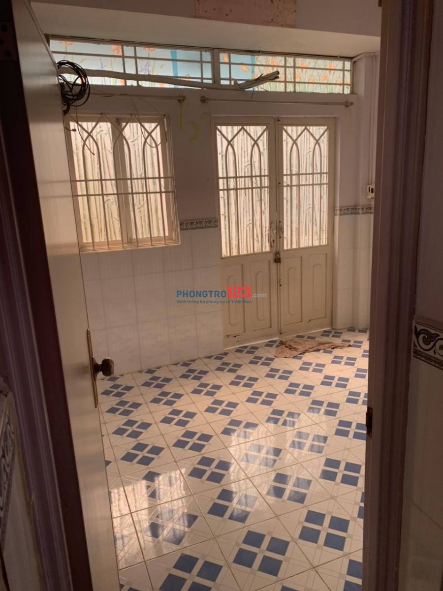 Cho thuê nhà nguyên tầng 1 có 2 phòng ngủ