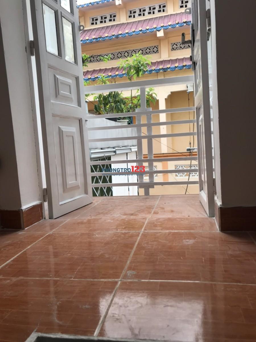 Cho thuê nhà nguyên căn 2 lầu 1 gác 40m2 ngay trung tâm Q.1, đường Cô Bắc. Giá 12tr/tháng