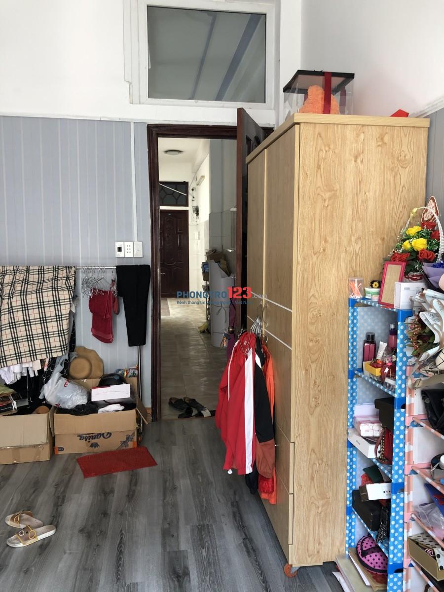 Sang nhượng lại phòng trọ đầy đủ nội thất, có ban công, cửa sổ