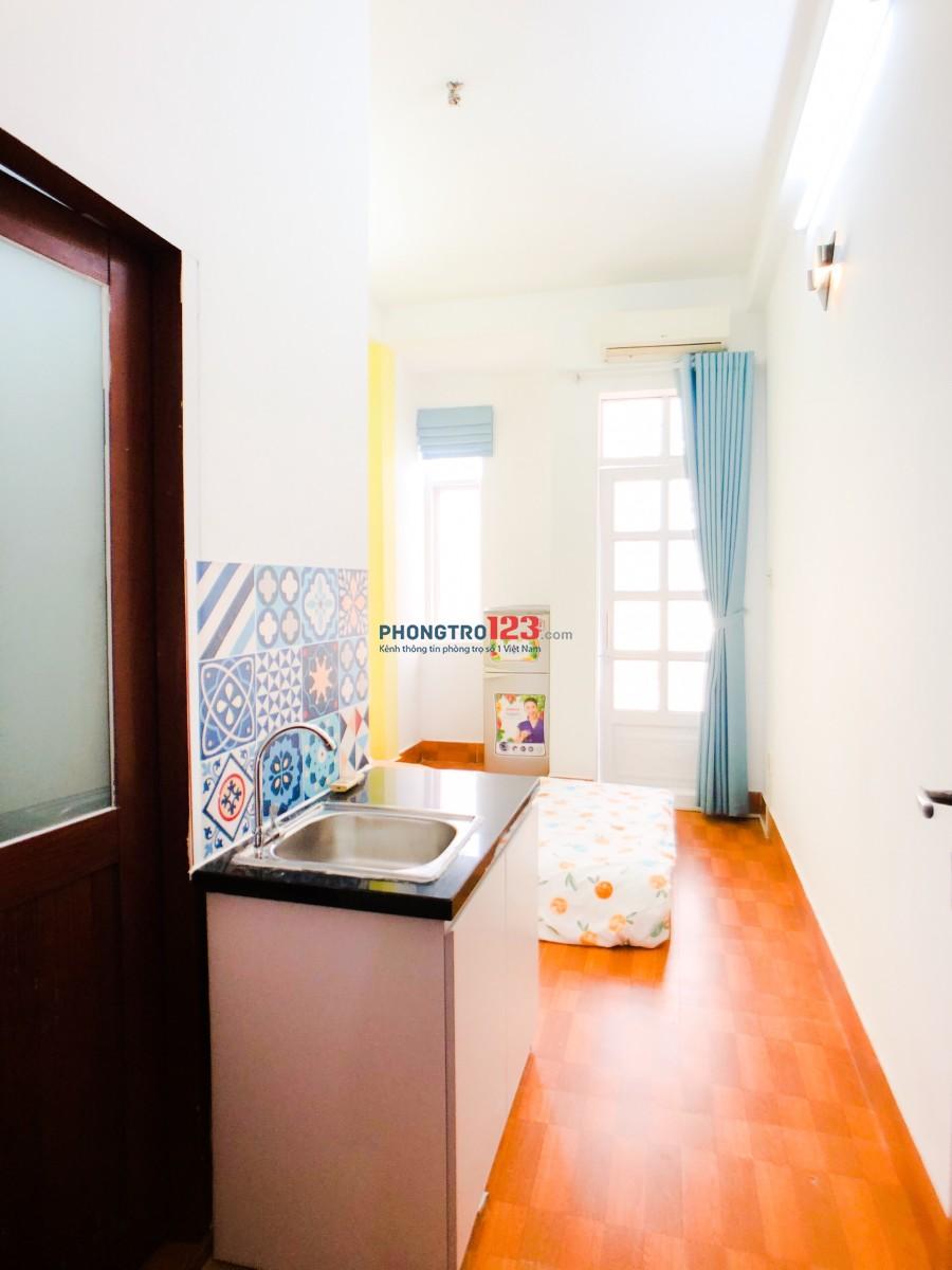 Căn hộ dịch vụ full nội thất có bếp và ban công trung tâm Q1