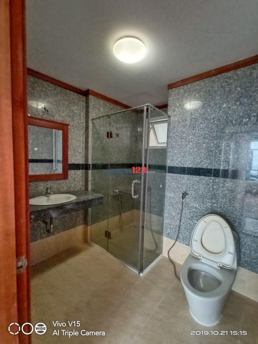 Giường ktx cao cấp rộng 1m2 x 2m. Máy lạnh free. Giá 1.6 triệu bao hết chi phí. Q.8. Có hồ bơi