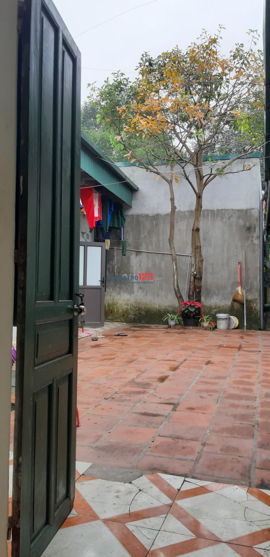 Cần cho thuê phòng trọ với dt: 35m2 gần cầu Hoăng Long, cạnh mặt đường