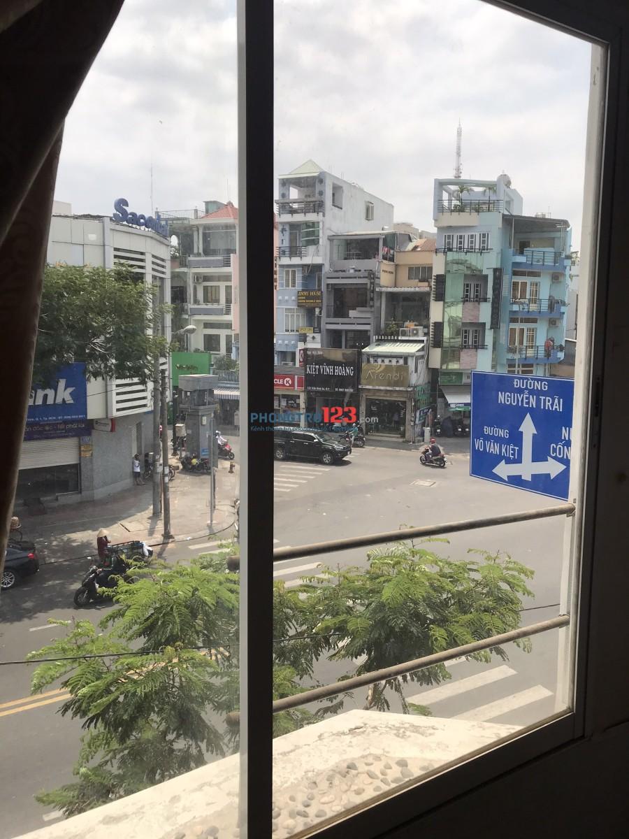 Cho thuê 1 phòng và lầu 1 tại nhà mặt tiền 200 Nguyễn Cư Trinh, Q.1. Giá 5tr/tháng