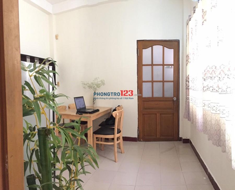 Phòng trọ cao cấp, như căn hộ mini, đủ tiện nghi, có ban công, cửa sổ lớn, bếp, wc riêng, giờ tự do