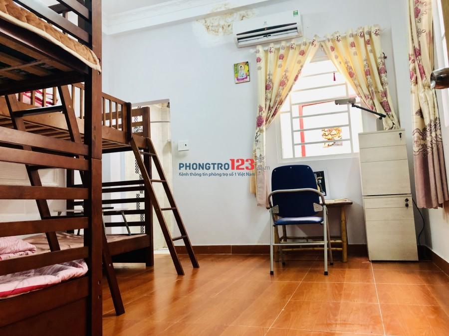 KTX Khu Phố Nguyễn Xí, free dịch vụ, giá 1.3tr/th, Quận Bình Thạnh