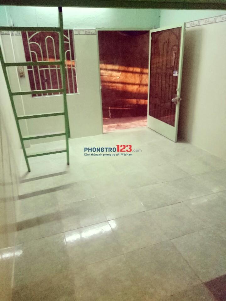 Phòng như hình 15m2, có gác 903/15 Trần Xuân Soạn, Q.7. Giá: 2.5 triệu/tháng. LH: 0918856800
