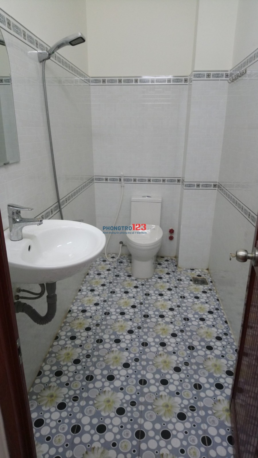 Phòng trọ mới sạch đẹp wc riêng, ban công riêng gần ngã tư 4 xã